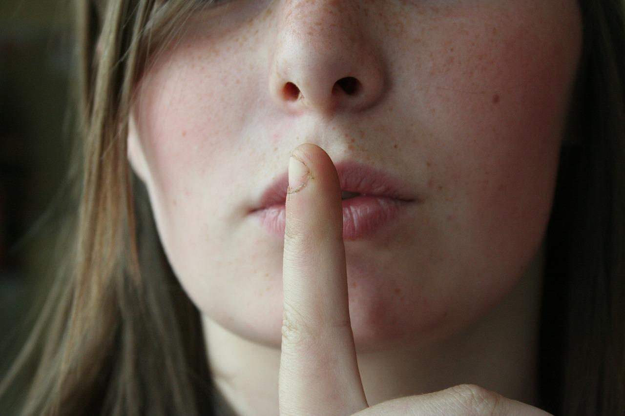 rimanere in silenzio